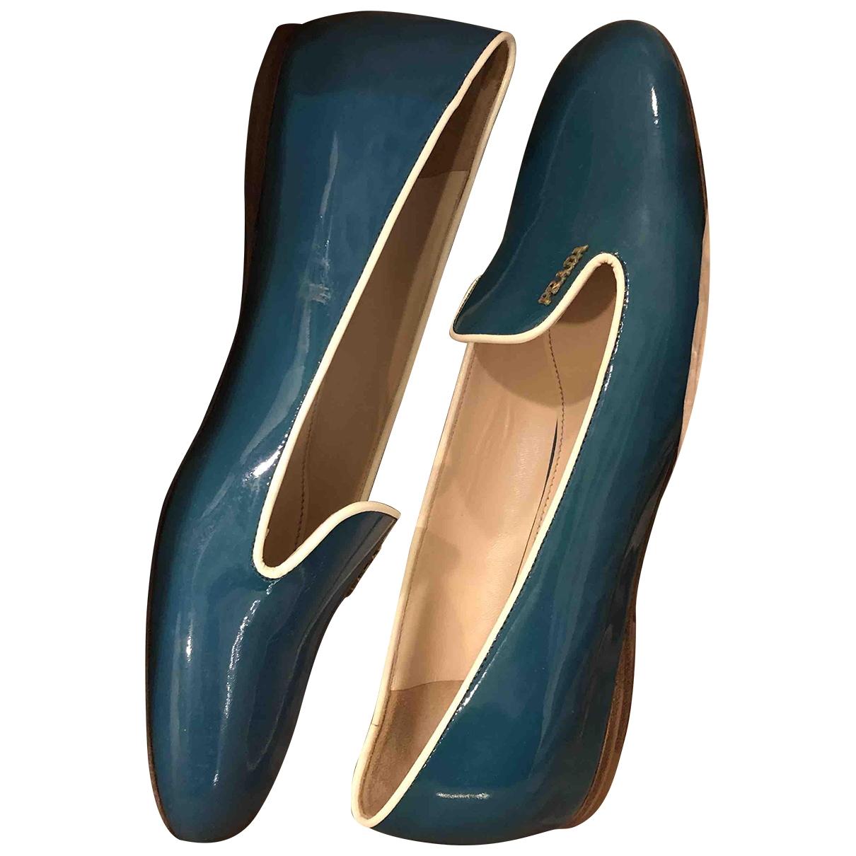 Prada \N Ballerinas in  Blau Lackleder
