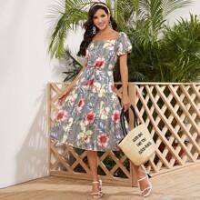 Kleid mit Puffaermeln, Rueschenbesatz, Streifen und Blumen Muster