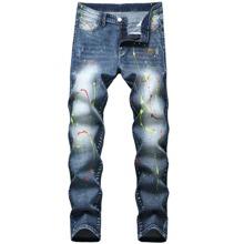 Schmale Jeans mit Spritztinte Muster und Waesche