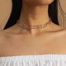Halskette mit Ausschnitt
