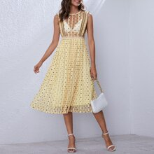 Kleid mit Punkten Muster, Netzstoff, Rueschenbesatz und Falten