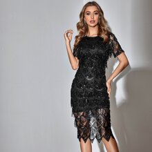 Kleid mit Stickereien, Netzstoff und Pailletten