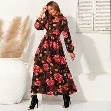Kleid mit Stehkragen, Blumen Muster und Guertel