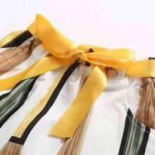 Maedchen Hose mit Streifen und Guertel