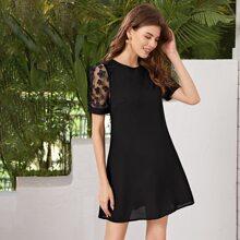 Kleid mit 3D Applikation und Netzstoff Ärmeln