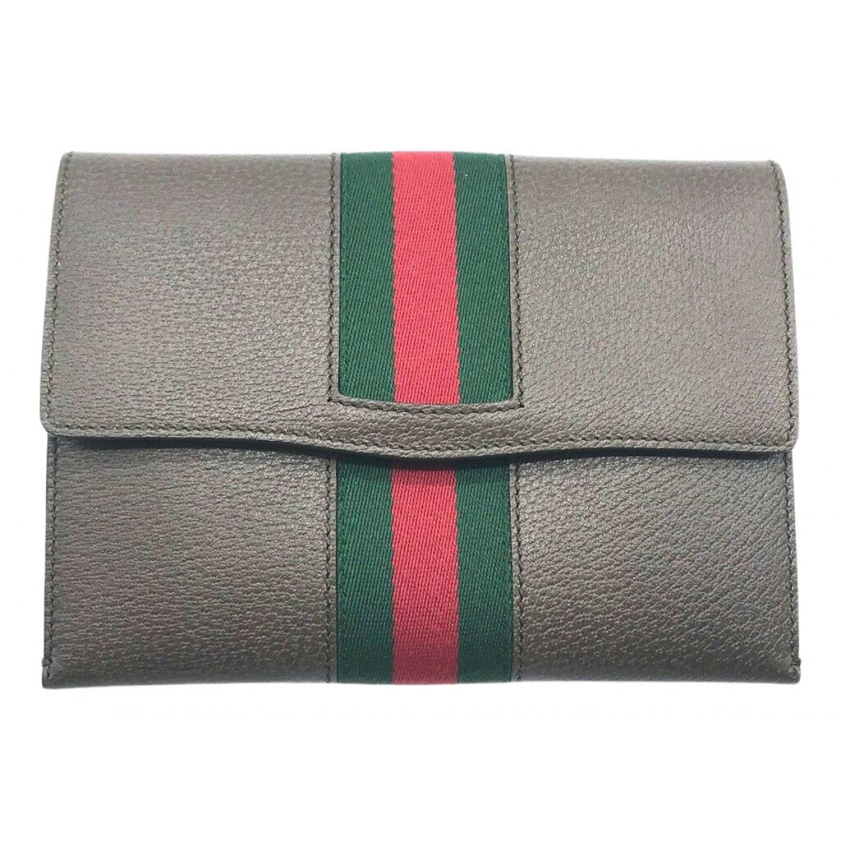 Gucci \N Clutch in  Grau Leder