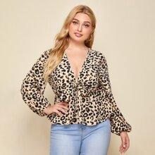 Camisa peplum con nudo delantero con estampado de leopardo