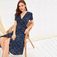 Kleid mit Bluemchen Muster, seitlichen Knoten und Wickel Design