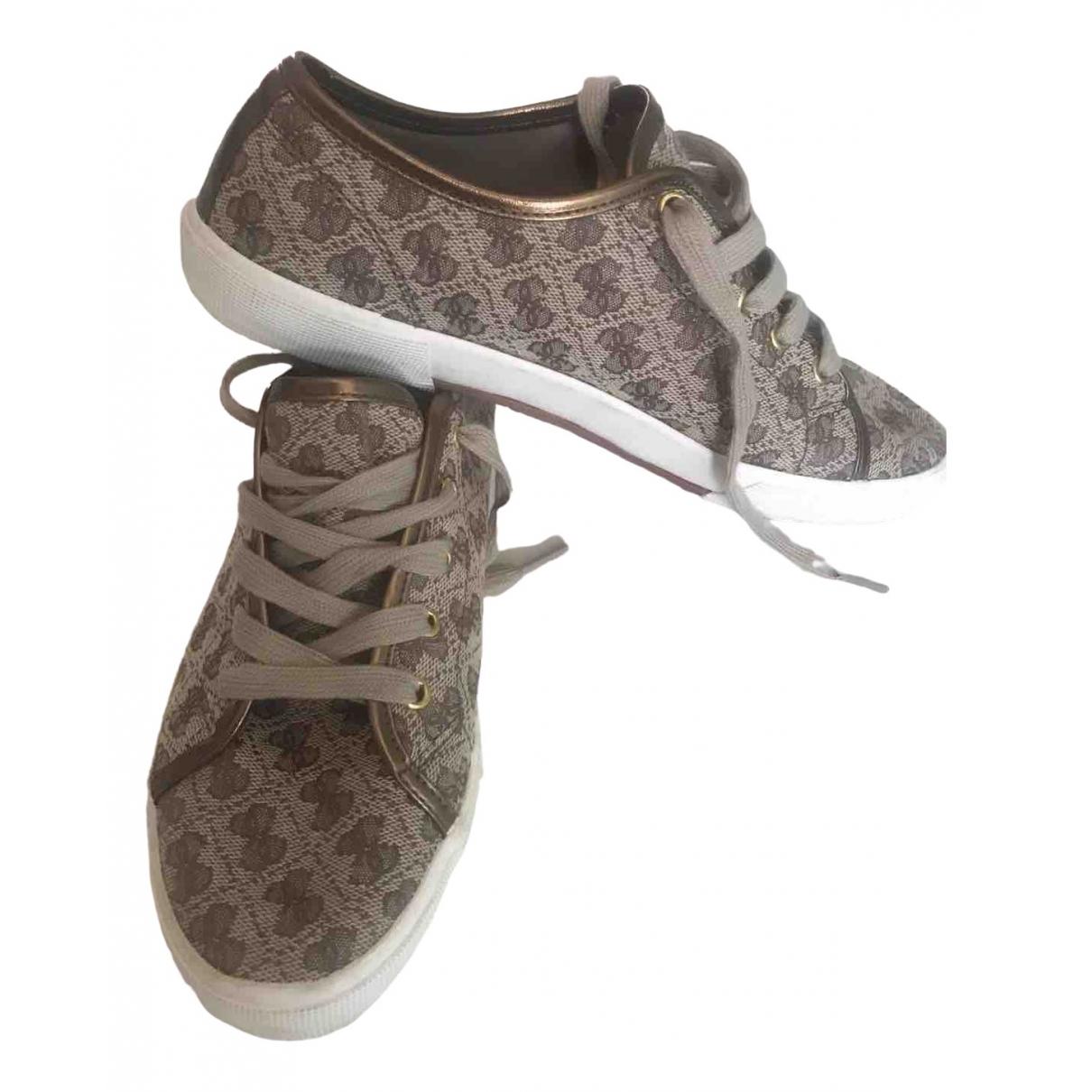 Guess \N Sneakers in  Braun Leinen