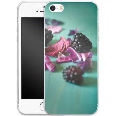 Apple iPhone 5 Silikon Handyhuelle - Stills Flowers Fruit von Joy StClaire