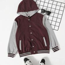 Zweifarbige Jacke mit Streifen, Knopfen und Kapuze