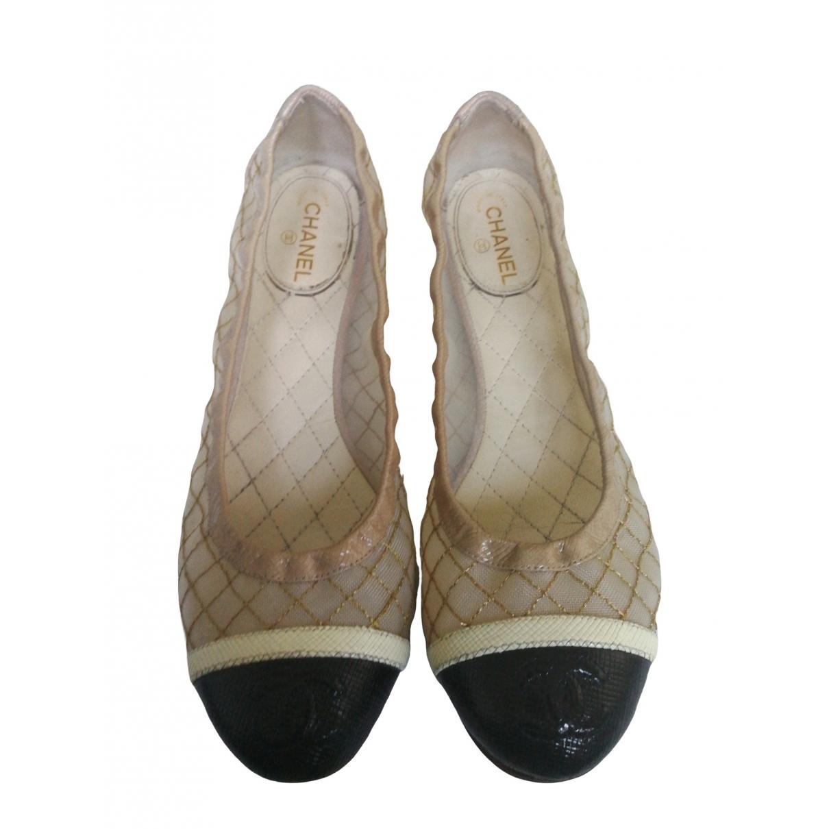 Chanel \N Ballerinas in  Beige Lackleder