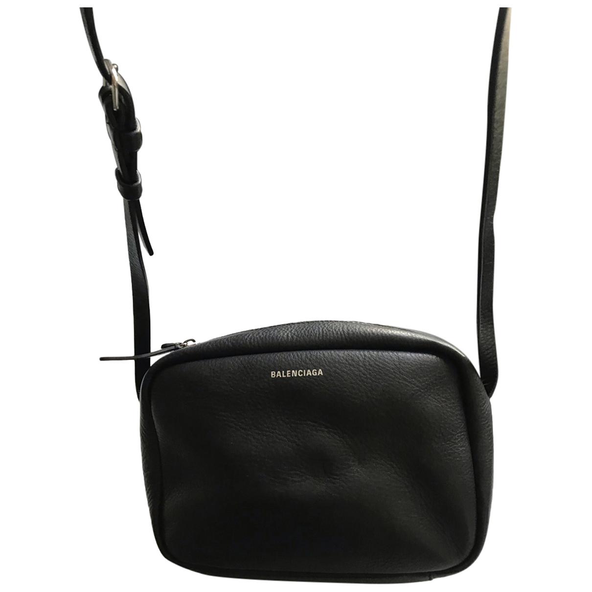Balenciaga Camera Handtasche in  Schwarz Leder