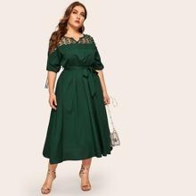 Kleid mit Kontrast Netzstoff, Knoten und Guertel