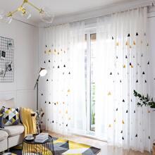 Vorhang mit Dreieck Stickereien