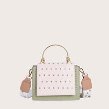 Bolsa cartera con solapa de dos colores con tachuela