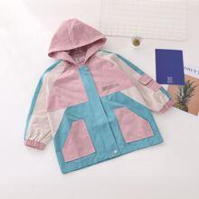 Mantel mit Farbblock, Buchstaben Grafik und Kapuze