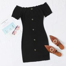 Schulterfreies Kleid mit Knopfen vorn und gekraeuseltem Saum