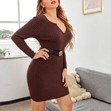 Einfarbiges Pulloverkleid mit eingekerbtem Kragen ohne Guertel