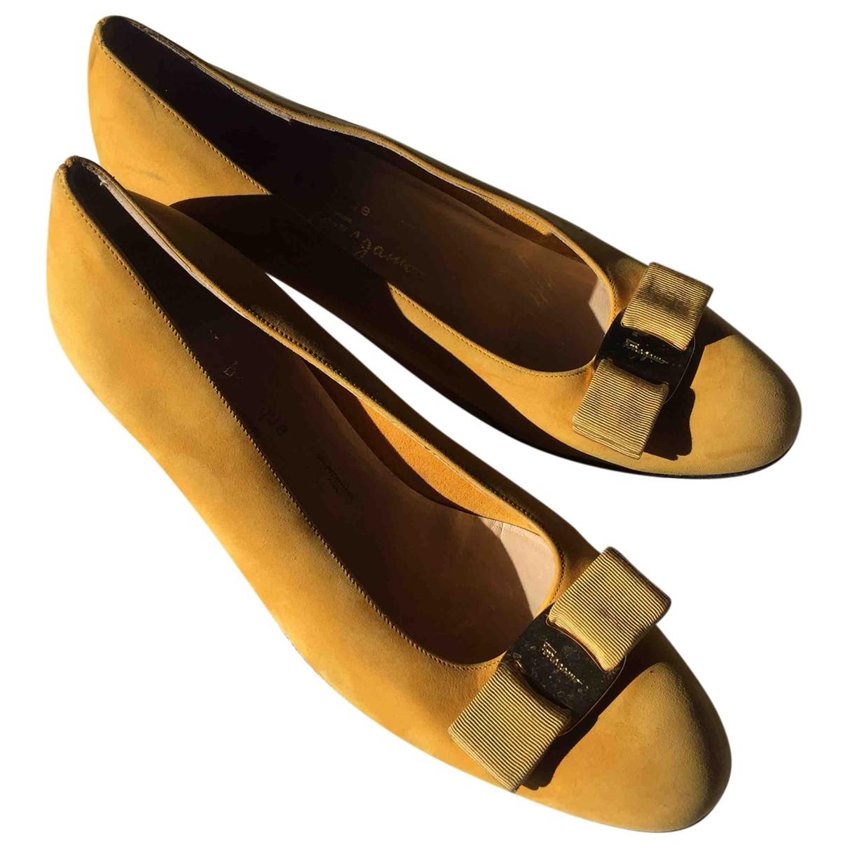 Salvatore Ferragamo \N Yellow Suede Flats for Women 7.5 US