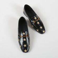 Flache Loafers mit Stern Stickereien