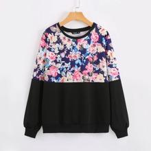 Sweatshirt mit Kontrast Blumen Muster und sehr tief angesetzter Schulterpartie