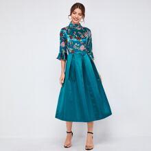 Satin Kleid mit Blumen Muster, Glockenaermeln und Falten