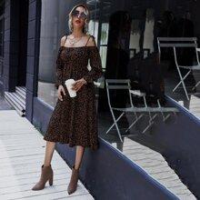 Schulterfreies Kleid mit Muster