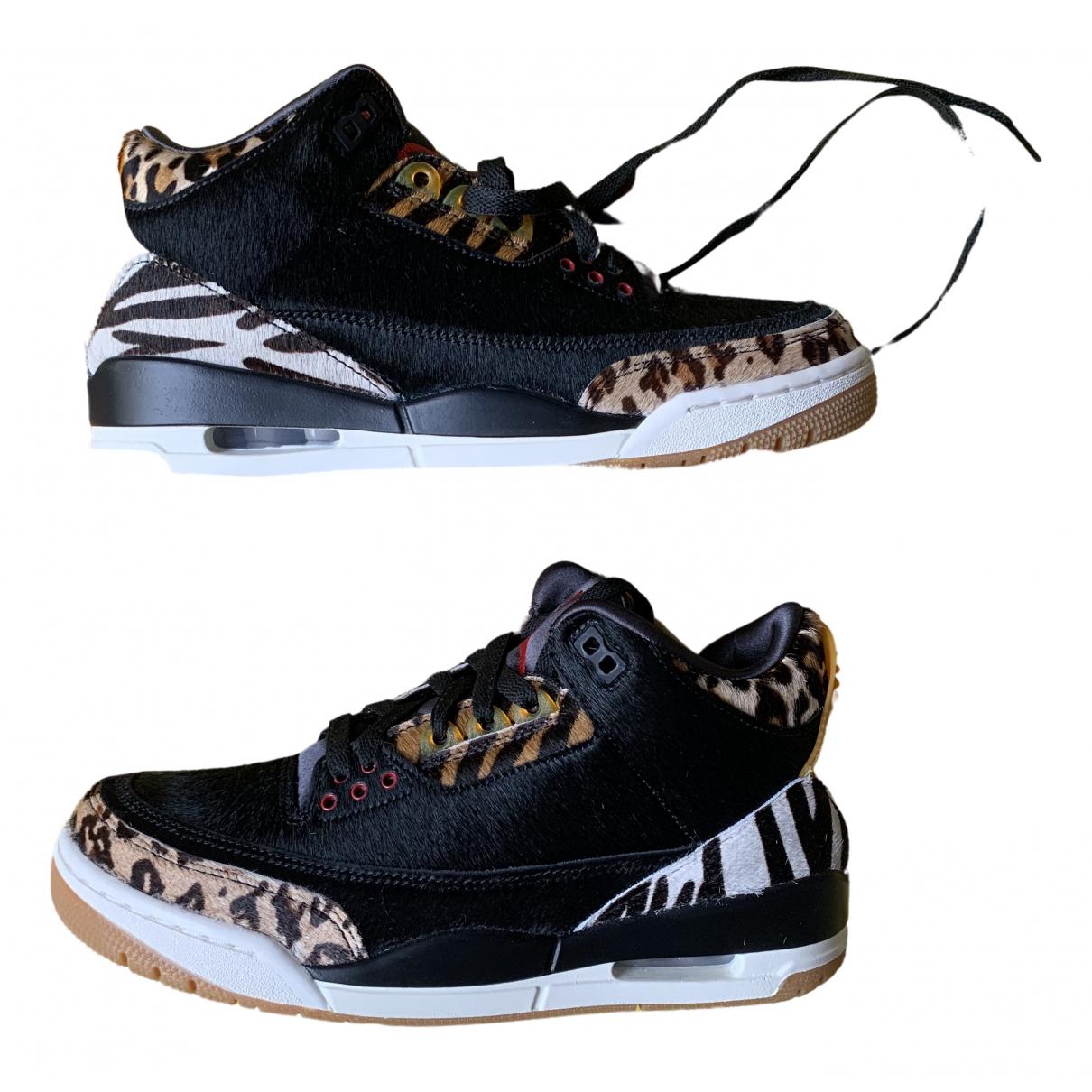 Jordan Air Jordan 3 Sneakers in  Schwarz Synthetikpelz