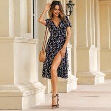 Kleid mit Bluemchen Muster, Wickel Design und Knoten