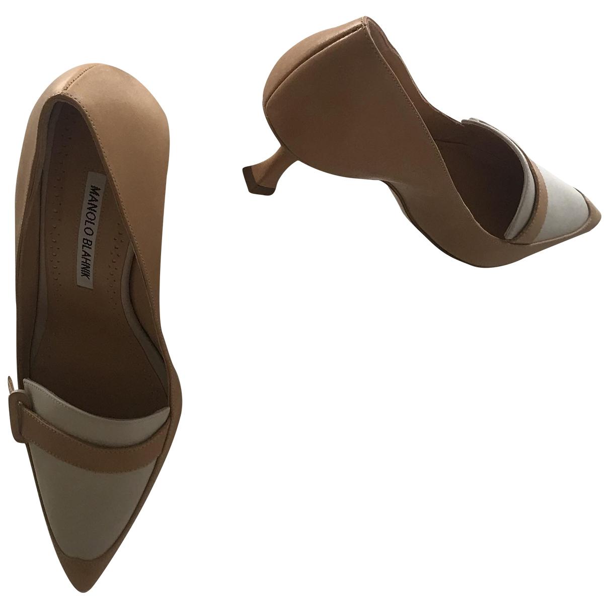 Manolo Blahnik - Escarpins   pour femme en cuir - beige