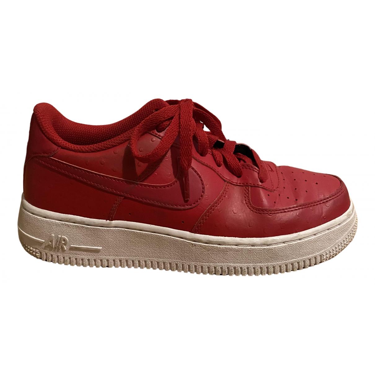 Nike Air Force 1 Sneakers in  Rot Leder