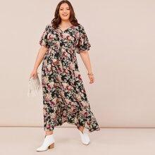 Ubergrosses Kleid mit Blumen Muster und Selbstguertel