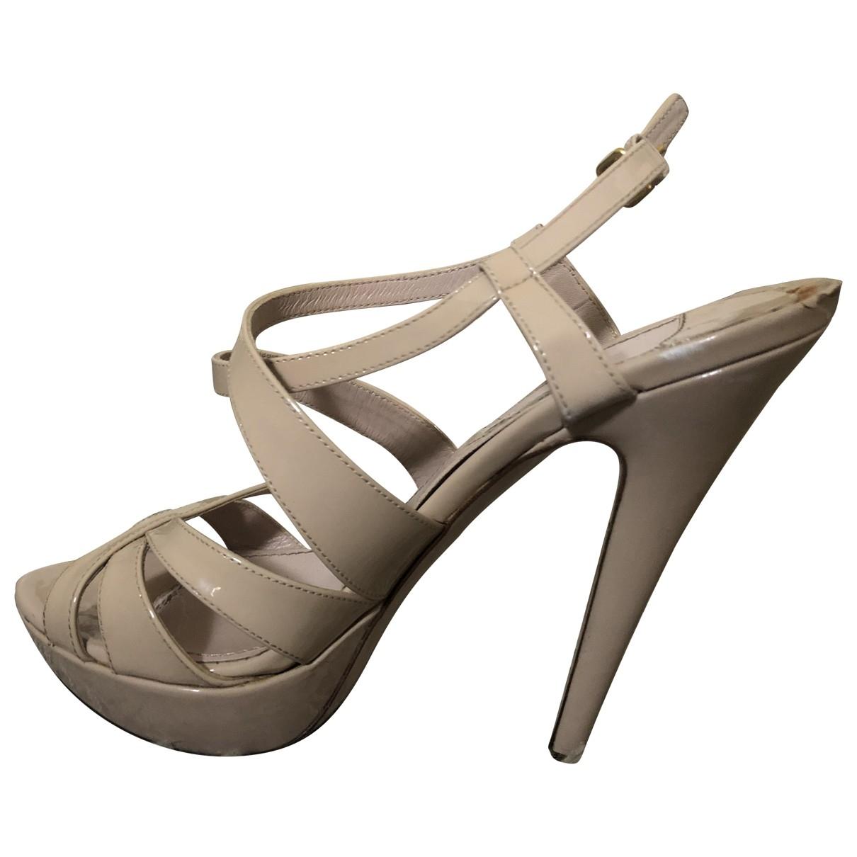 Miu Miu \N Sandalen in  Beige Lackleder
