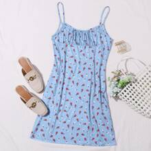 Cami Kleid mit Rueschen auf Bueste und Gaensebluemchen Muster