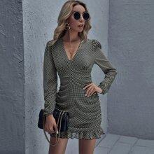 Kleid mit Muster und Ruesche