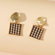 Quadratische Ohrringe mit rundem Dekor