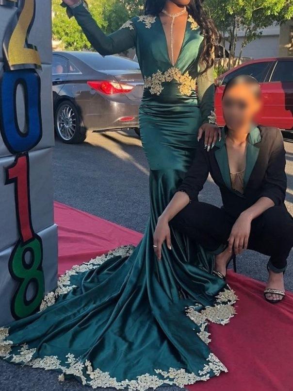 V-Neck Long Sleeves Applique Mermaid Evening Dress