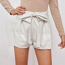 Shorts de cuero sintetico con cinturon de cintura doblada