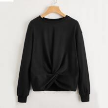 Pullover mit sehr tief angesetzter Schulterpartie und Twist am Saum