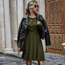 Einfarbiges A-Linie Kleid mit Kreuzgurt