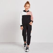 Conjunto capucha de color combinado con joggers
