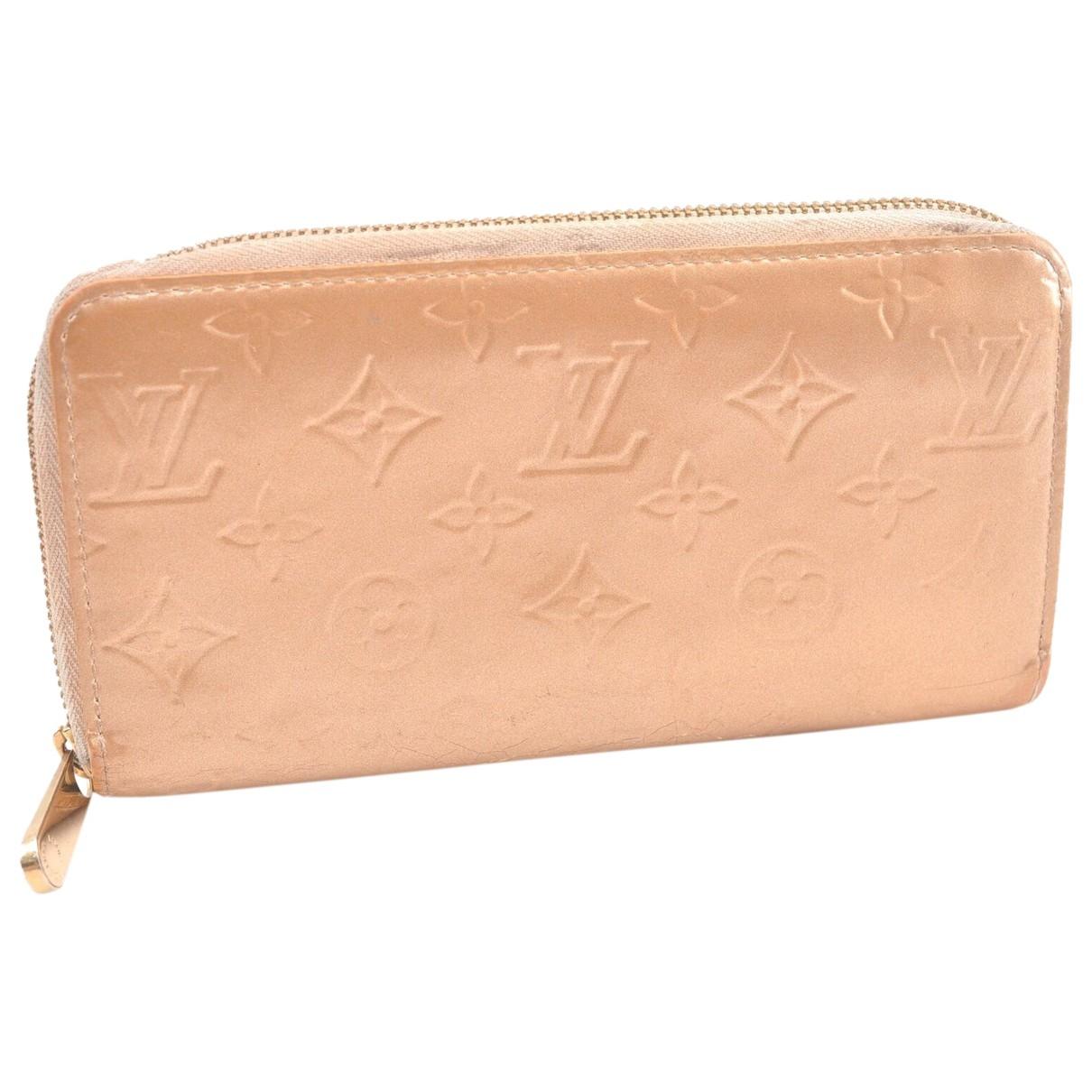 Louis Vuitton Zippy Portemonnaie in  Gold Lackleder