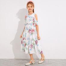 Maedchen Kleid mit sehr tief angesetzter Schulterpartie, Raffungsaum und Blumen Muster