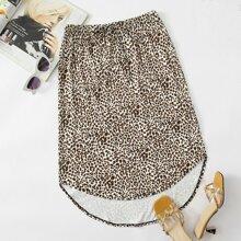 Rock mit Leopard Muster, Band auf Taille und asymmetrischem Saum