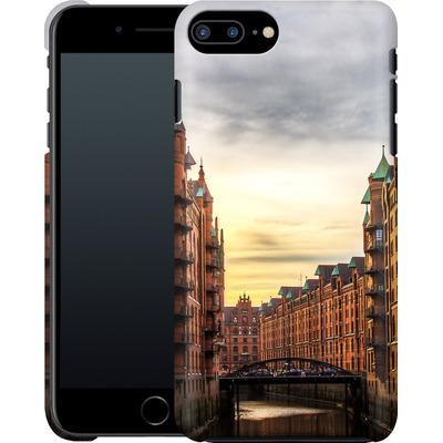 Apple iPhone 7 Plus Smartphone Huelle - Speicherstadt von caseable Designs