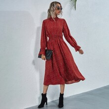 Kleid mit Rueschen und Punkten Muster