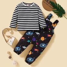 T-Shirt mit Streifen und Overall mit Galaxie Muster