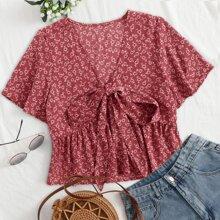 Bluse mit Gaensebluemchen Muster und Knoten