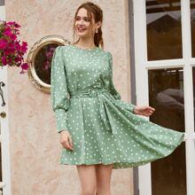 Kleid mit Punkten Muster und Guertel